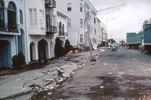 heavily damaged buildings in the marina district of san francisco